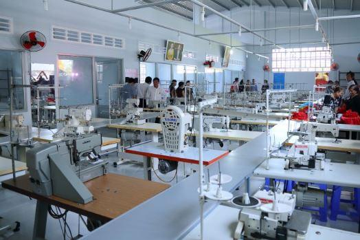 Vì sao nên tìm xưởng may quần áo chất lượng cao?