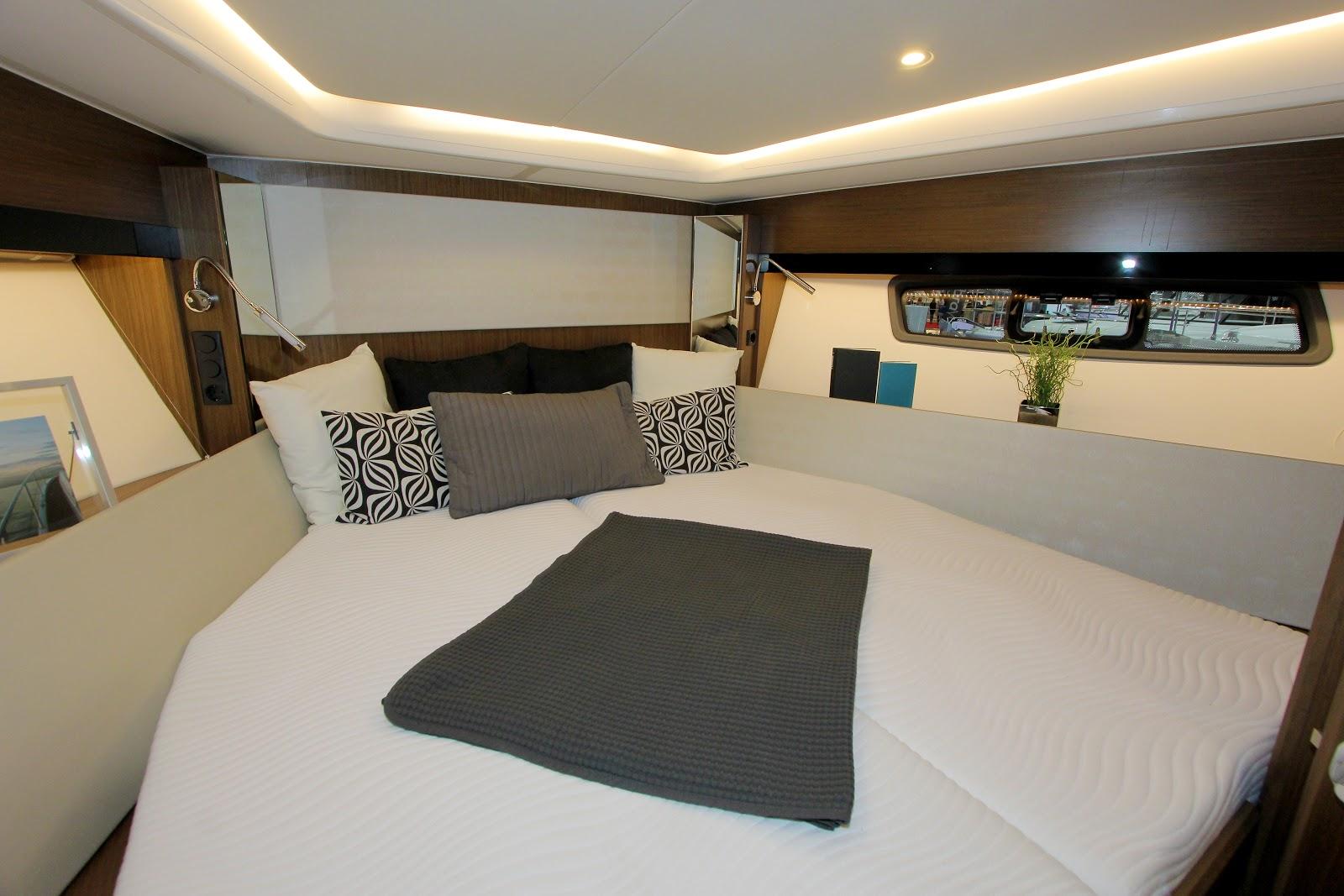Bavaria SR 41HT гостевая спальня