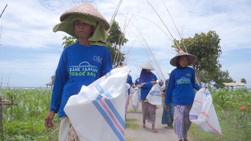 Lombok people deal with plastic waste