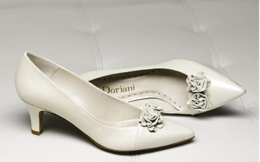 Zapato tacón bajo y relativamente ancho