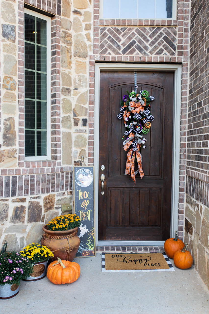 Impress your friends with this fun and simple Halloween swag!