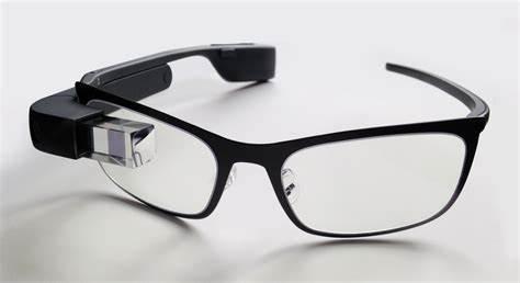L'immagine mostra i Google Glass nella versione più recente.