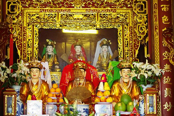 bàn thờ mẫu trong chùa mang ý nghĩa tầm linh