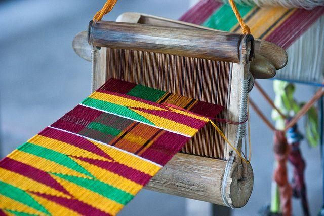 Le kente, tissu traditionnel de kama: les origines - Afrikhepri Fondation