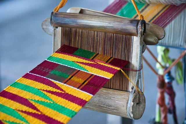 Le kente, tissu traditionnel de kama: les origines - Afrikhepri Fondation