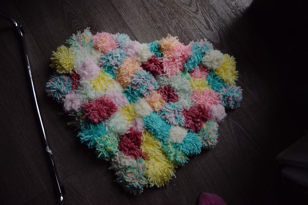 "(<img alt=""rainy day activities for Kids pompom rug"">)"