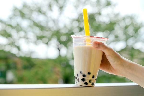 Nguy cơ tiềm ẩn từ thói quen uống trà sữa