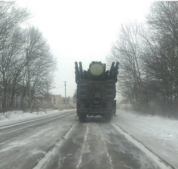 Фотография, снятая анонимным фотографом на дороге близ Макеевки в январе 2015 года