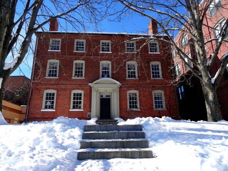 Biệt thự Joshua Ward nổi tiếng là địa điểm bị ma ám ở Mỹ.