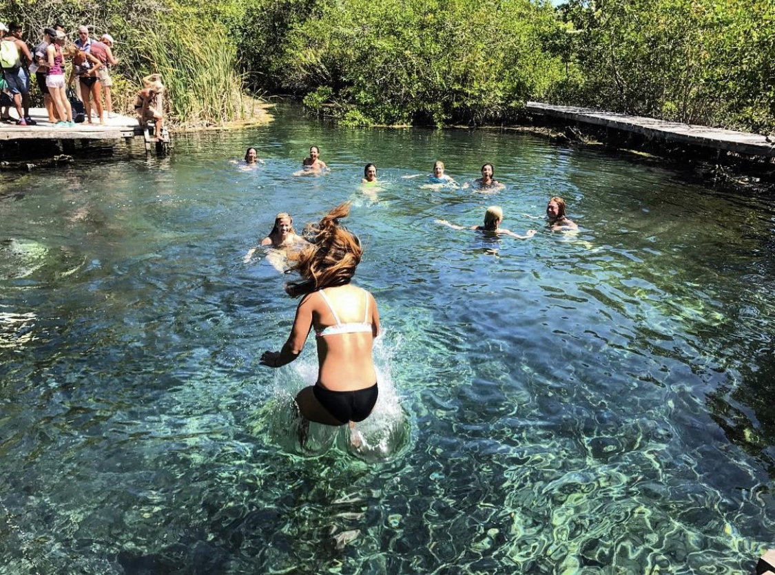 imagenes del ojo de agua en Chiquila, Yucatan