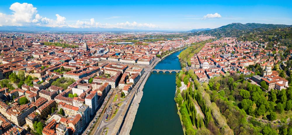 Conhecida pela qualidade de vida, Turim foi obrigada a fechar a circulação em áreas comuns, assim como o restante da Itália. (Fonte: Saiko3P/Shutterstock)