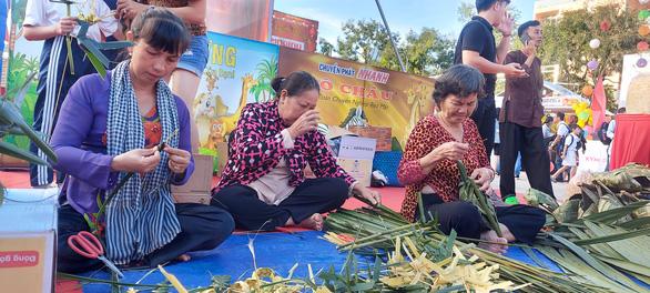 600 phần quà cho trẻ em nghèo TP Cần Thơ vui Tết Trung thu - Ảnh 2.