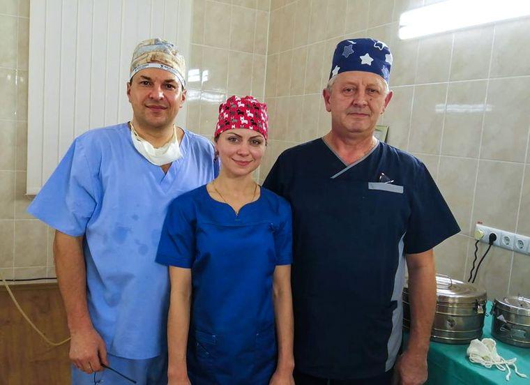 Врач Елена Гаврилюк (в центре) с коллегами в районной больнице города Монастыриска