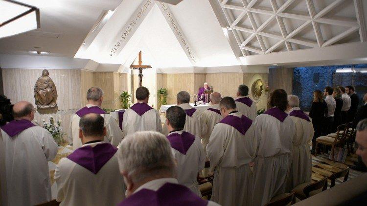 Đức Thánh Cha giảng Lễ: Đức tin không phải là một sự trình diễn nhưng là suy nghĩ như Đức Ki-tô