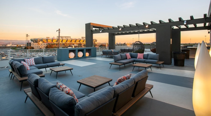 rooftop patio at Stadium House apartments in Anaheim, CA