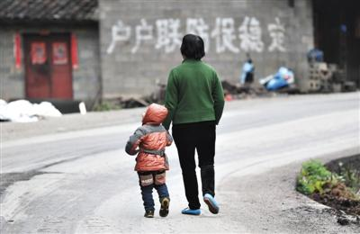 云南丘北五中毒儿童未出院 毒案幼儿园无证办学