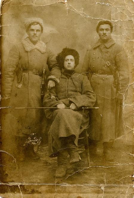 Атаман Зеленый (в центре) со своими сотниками Д. Любименко и В. Дюжановым