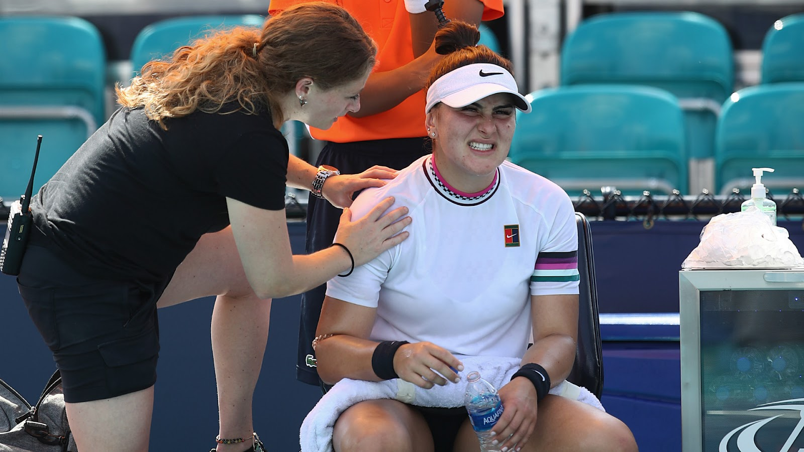 Bianca Andreescu calls a doctor because of ankle pain