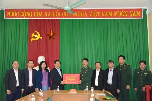 http://img.baocaobang.epi.vn/Uploaded/quyetnt/2019_03_14/tang%20qua%20don.jpg