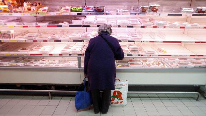 Theo luật mới tại Pháp, siêu thị vứt bỏ đồ ăn bán ế là phạm pháp - Ảnh: Reuters