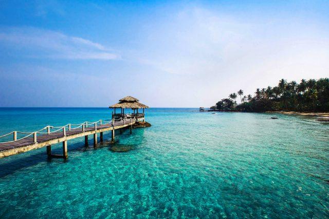 Biển Kuta với làn nước trong xanh như ngọc
