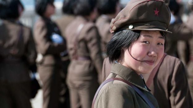 Женщина-офицер армии КНДР