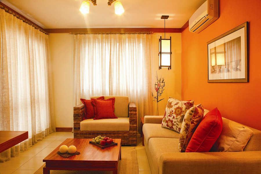 cara kombinasi warna cerah untuk ruang tamu kecil