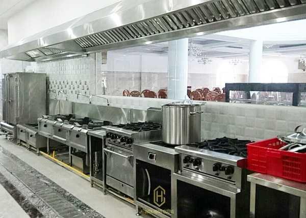Mua bếp Âu 4 họng của hãng Berjaya hàng chính hãng liên hệ ngay với Inox Hùng Cường