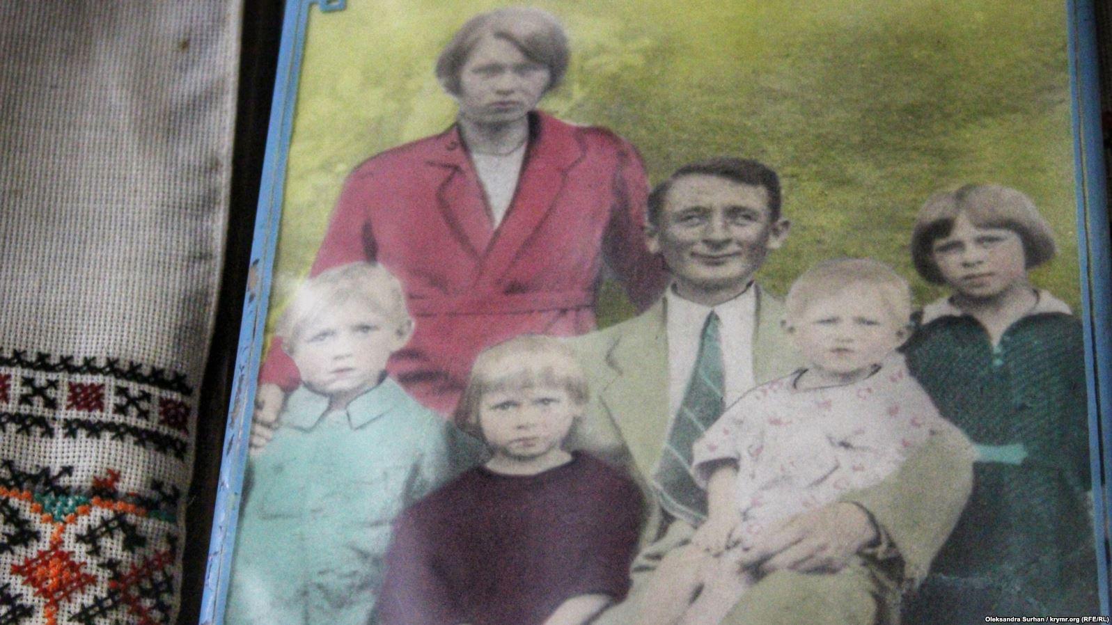 Единственная сохранившаяся фотография семьи Теодозии Кобылянской