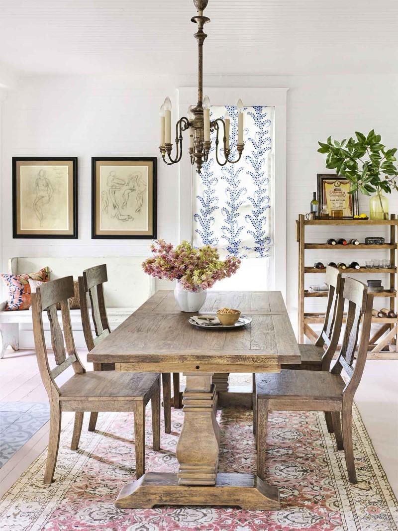 Furnitur berbahan kayu yang memberikan tampilan organik pada hunian - source: diningroomlighting.eu