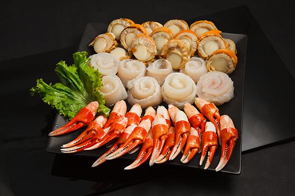 煮火鍋,cue帆立貝就對啦,加入帆立貝煮的湯底真的是只有鮮甜可以形容。