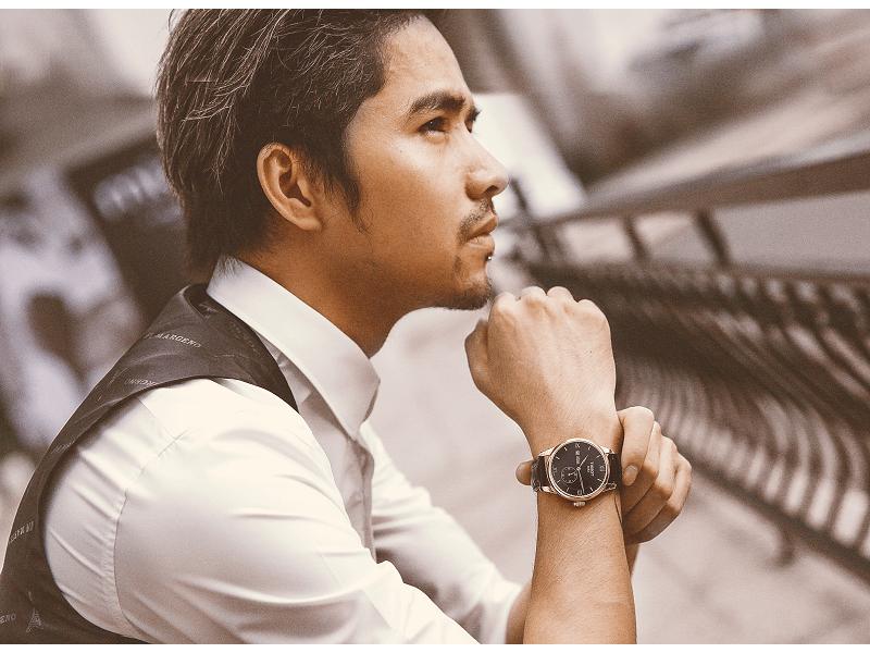 Nam giới có dáng người gầy, hướng đến sự đơn giản nên chọn đồng hồ dây da để khắc phục nhược điểm của mình
