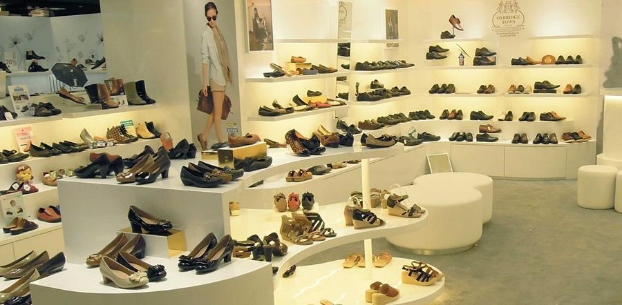 Giày dép là sự lựa chọn giúp bảo vệ đôi chân cho mọi người
