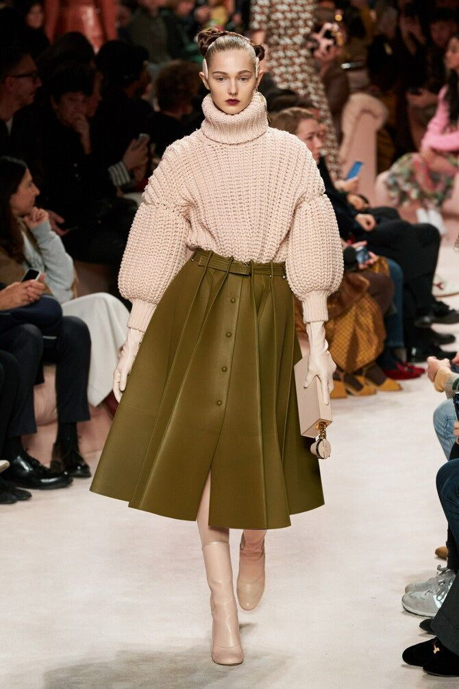 Sweater and a skirt: the most fashionable winter combinations 8