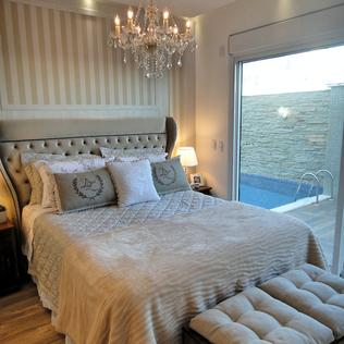 Suite Master : Classic style bedroom by Gabriela Herde Arquitetura & Design
