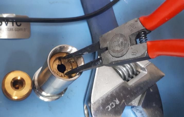 Adjusting a safety valve