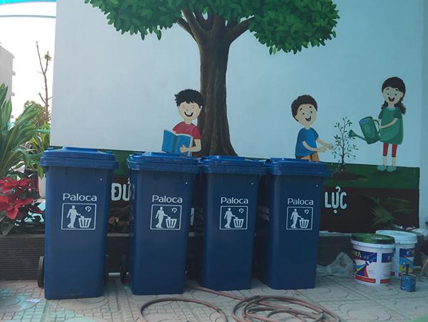 Thùng rác Paloca tạo môi trường xanh - sạch - đẹp cho trường Tuệ Đức