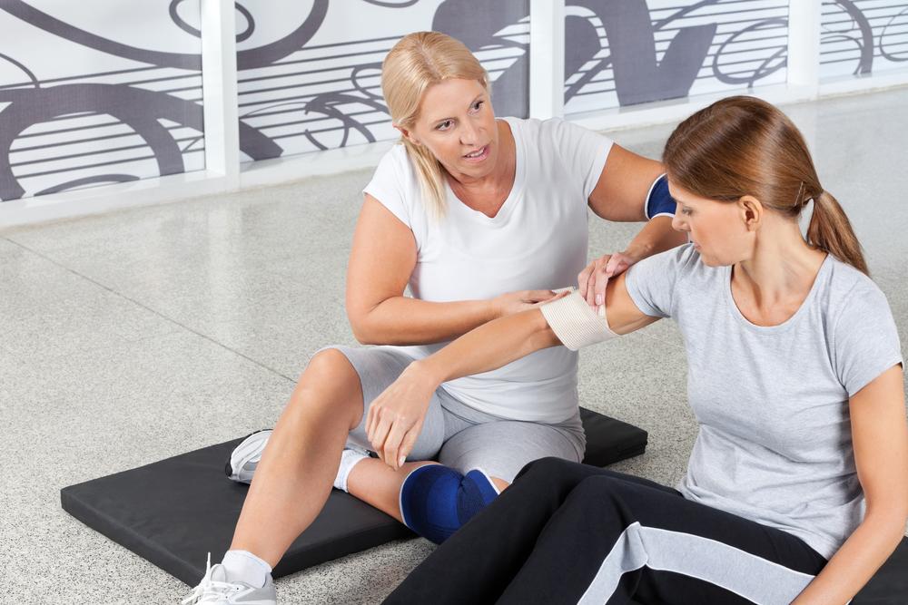 É fundamental que os exercícios sejam prescritos e supervisionados por profissionais de educação física. (Fonte: Shutterstock)