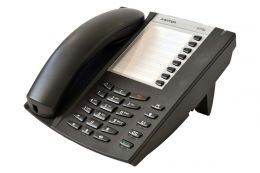 Aastra - analogový telefon,  tlačítko příjmu a ukončení hovoru pro náhlavní soupravu