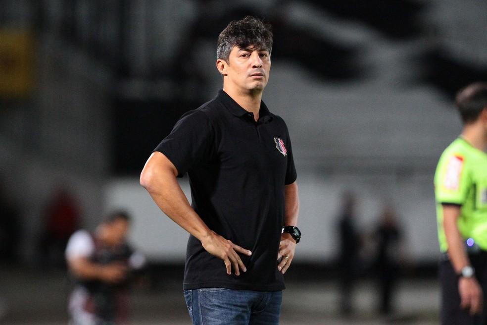 Adriano Teixeira destacou entendimento dos jogadores e garra em campo (Foto: Marlon Costa / Pernambuco Press)