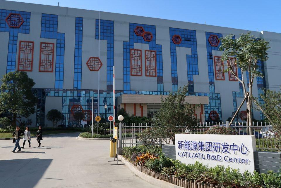 Apple bắt tay với công ty Trung Quốc xây nhà máy sản xuất pin cho xe điện