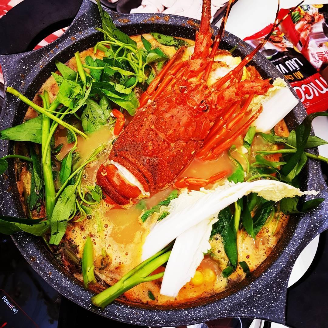 Tôm hùm là món ăn được yêu thích ở Nhơn Lý - Ảnh: vikiladyshop