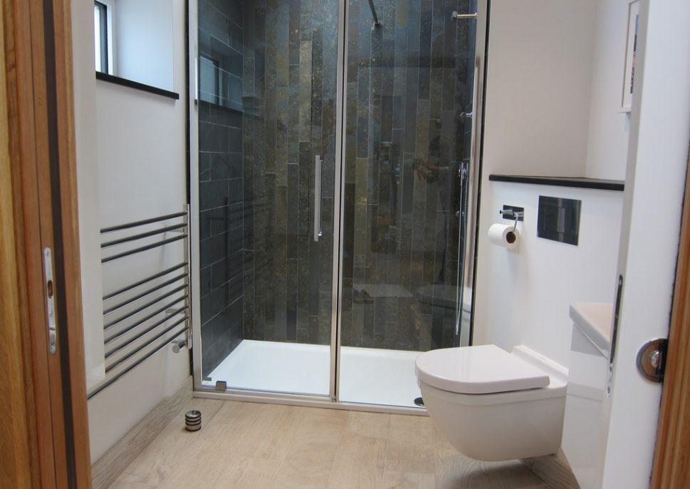 https://davies-hobbsdesigns.co.uk/wp-content/uploads/2019/07/a-shower-room-from-doorway-969x686.jpg