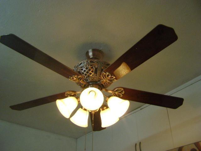Các yếu tố làm nên quạt trần có đèn chùm chất lượng cao để sử dụng hiệu quả