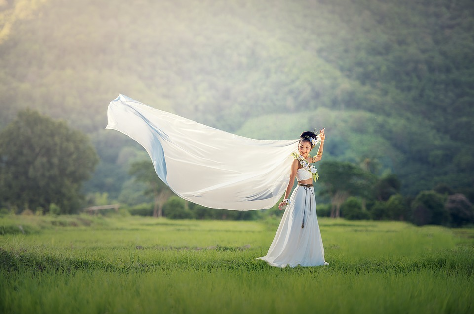 Unique Bridal Gown Features Youll Want in a Dress