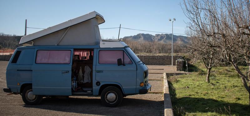 Goboony Vanlife vive in un campeggio selvaggio camper