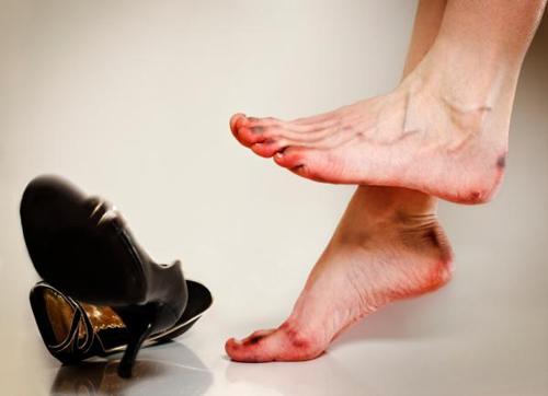 Mua giày dép nữ quá chật hoặc quá rộng