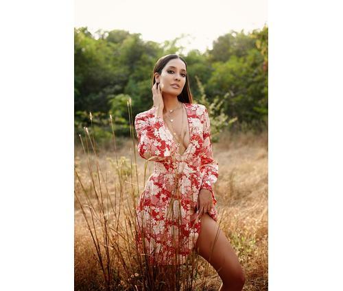 Lisa Haydon sizzles on Elle photo shoot!