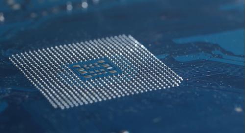Billes de soudure pour la prise d'une carte mère CPU dans une PCB haute tension.
