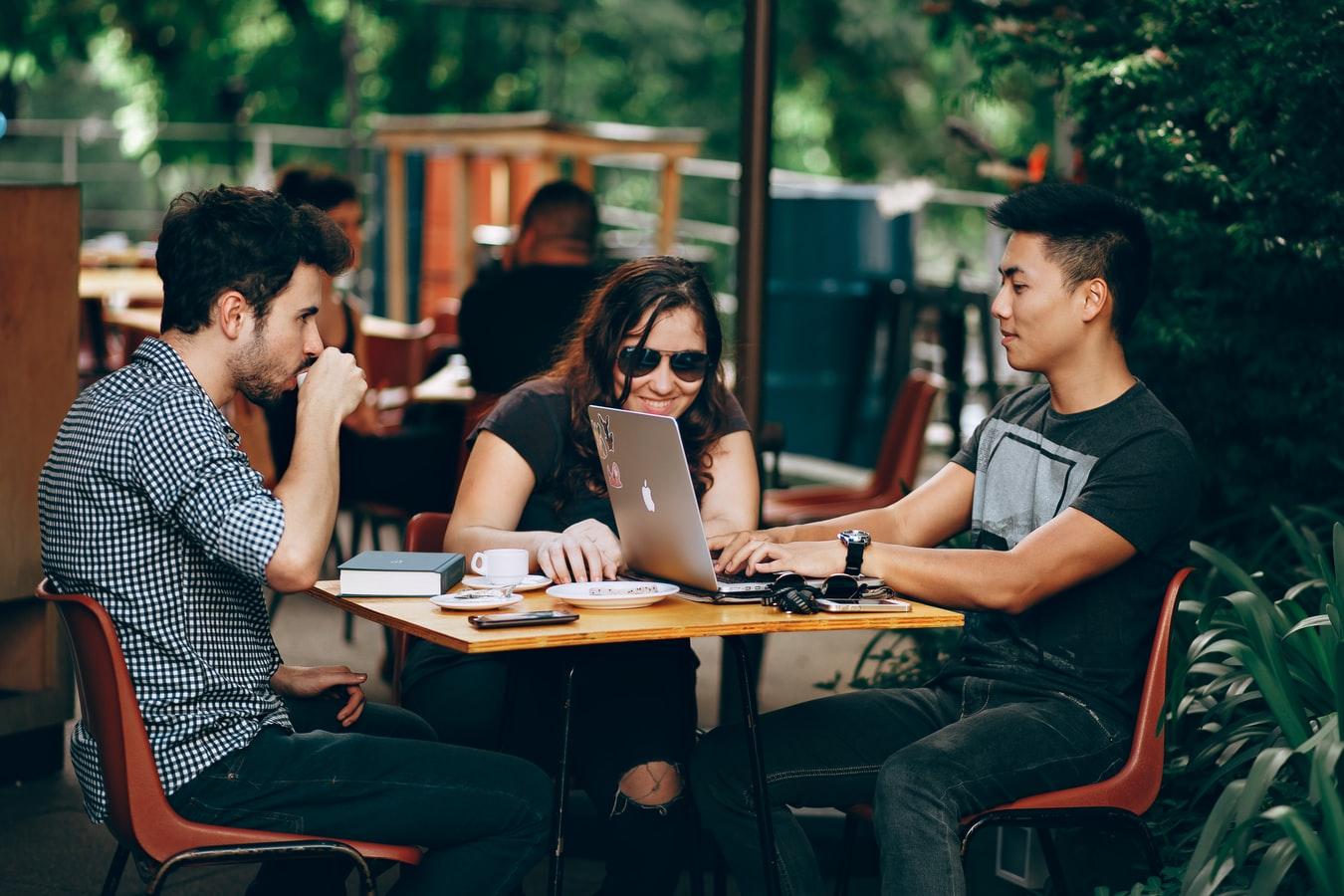 retain employee millennials